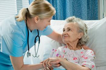 Le personnel soignant en maison de retraite médicalisée
